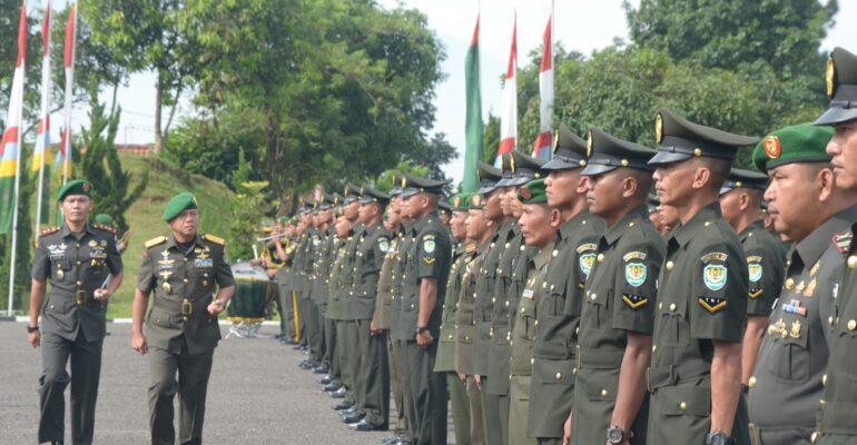 Macam-macam seragam yang sering diproduksi di Indonesia